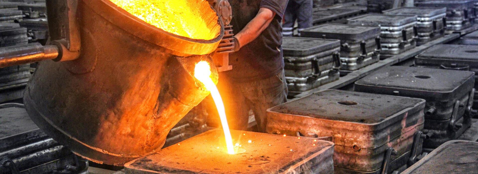 Melting steel for castings